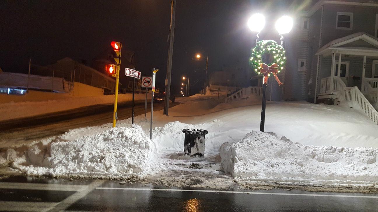 bus-stop-shoveled-wreath.jpg